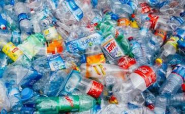 Ученые случайно произвели фермент, который пожирает пластик