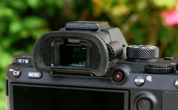 Новая беззеркальная камера Sony имеет видоискатель на 60 процентов лучше