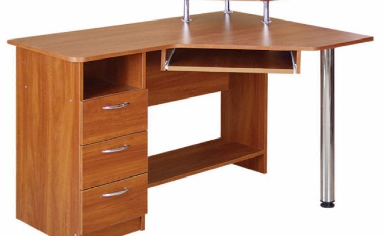 """Компьютерные столы от """"К-Мебель"""" одинаково важны на работе и дома"""