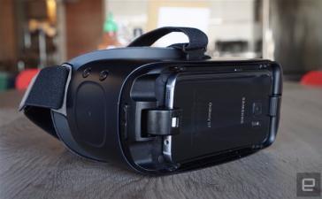 Лучшая мобильная гарнитура виртуальной реальности - Samsung Gear VR