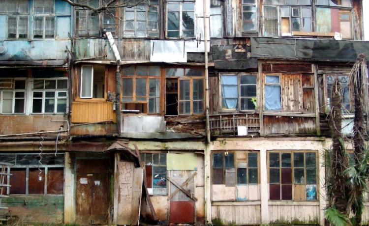В Смоленске обновляют списки аварийного жилья