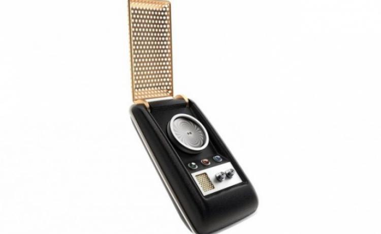 Вы можете приобрести гарнитуру для смартфона в форме коммуникатора из Star Trek
